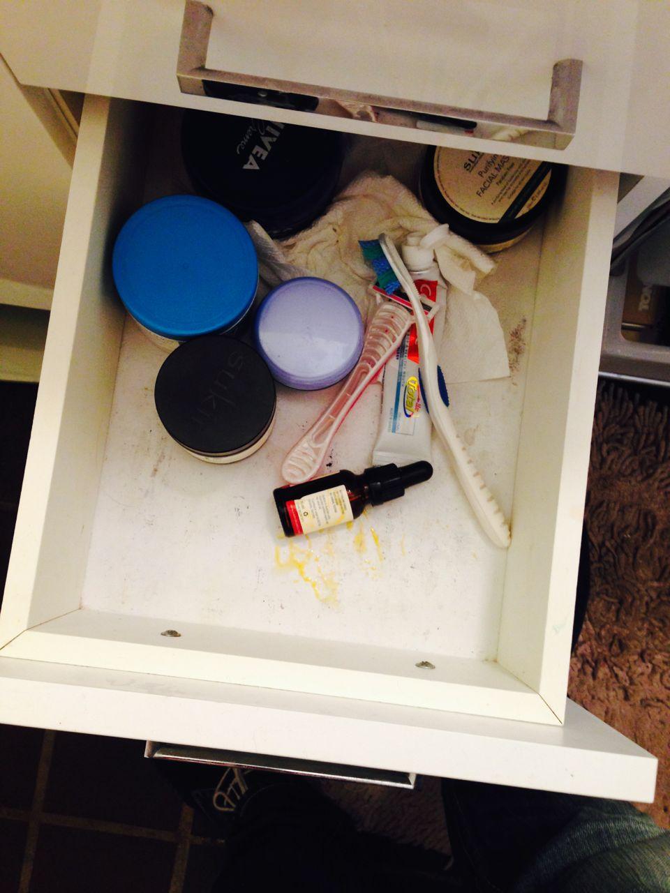 Nett organisierte Badezimmer Schublade